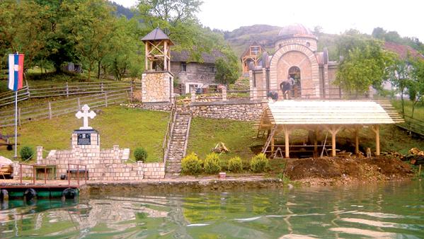 Спомен обељежје поубијаним Србима у Старом Броду на Дрини