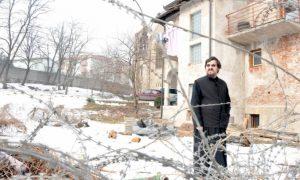 Поглед кроз жицу: Свештеник Стојановић Фото: Д. Н. Петровић