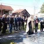 Predsjednik Boračke organizacije Republike Srpske /BORS/ Milomir Savčić u mjestu Gnionica u opštini Vukosavlje prisustvovao osveštanju spomenika poginulim borcima Vojske Republike Srpske.