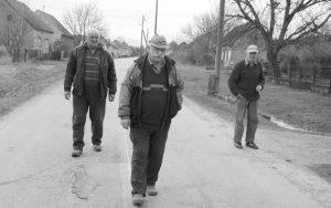 U Gređanima se teško živi – Stojan Skopljak, Mićo Čalić i Slavko Jagličić Foto: Jovica Drobnjak