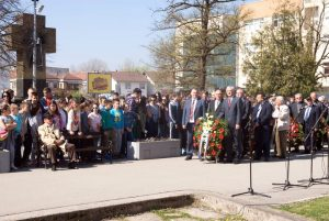 Традиционални историјски час одржан је у Приједору поводом 121 године од рођења и 75. годишњице погибије народног хероја доктора Младена Стојановића, а бројне делегације положиле су вијенце на споменик легендарног партизанског команданта.