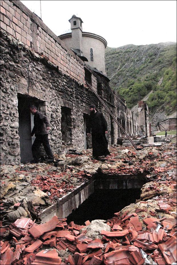 * Током дивљања оскрнављено и уништено 35 православних светиња