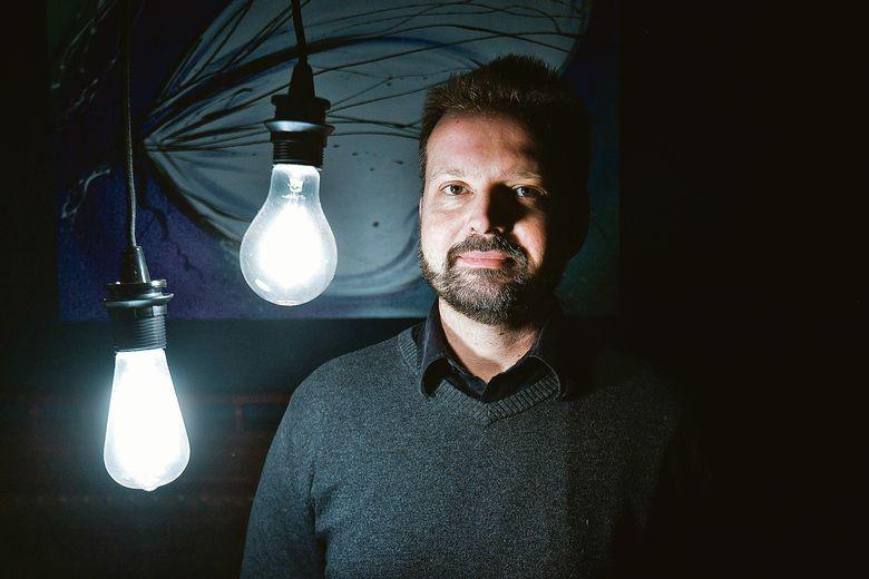 """Вјеран Павлаковић, један од аутора књиге """"Стратегија симболичне изградње нације у државама југоисточне Еуропе"""", која је настала као резултат пројекта истраживања јавног мнијења које је провео ИПСОС 2011."""