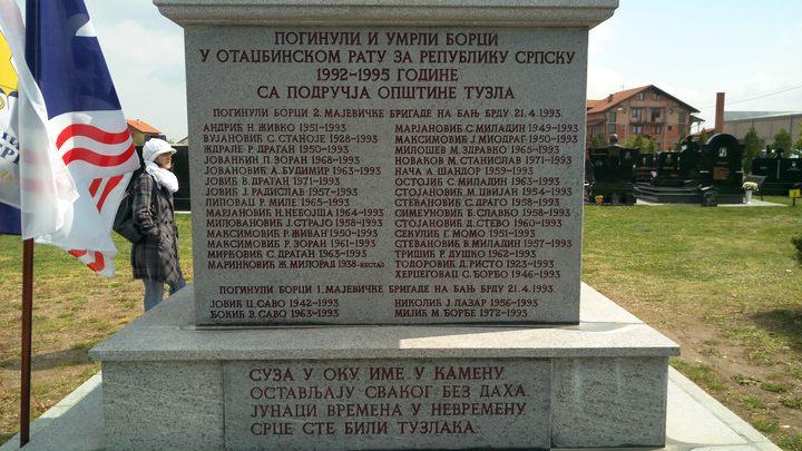 У Бијељини је данас обиљежено 25 годинa од страдања 33 борца Друге мајевичке бригаде Војске Републике Српске /ВРС/ који су убијени на Васкрс 1993. године на Бањ Брду на Мајевици.