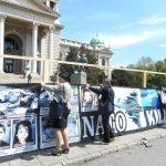 Удружење породица киднапованих и убијених на Косову и Метохији поставило је нови пано са сликама страдалих и несталих, такозвани Зид плача, испред Народне скупштине Србије у Београду.