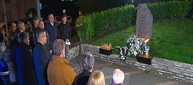 Одавање почасти страдалима у бомбардовању РТС-а 1999. године (Принтскрин РТС)