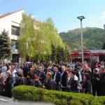 У Зворнику је данас поводом 25 година од ослобођења града у протеклом одбрамбено-отаџбинском рату служен помен и положено цвијеће на централни споменик за 1.080 погинулих српских бораца, а потом је одржана свечана академија.