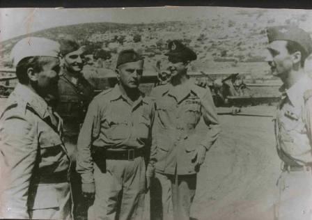 Јосип Броз је извршио смотру Прве ловачке есадриле, а мајор Милета Протић, први командир ескадриле, предао му је рапорт.