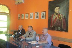 Predsjednik Gradske boračke organizacije Bijeljina Miodrag Stevanović, sa saradnicima, na današnjoj konferenciji za novinare u prostorijama Boračke organizacije.