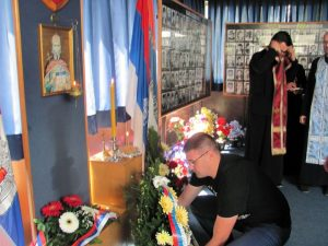 У општини Источно Ново Сарајево данас је поводом Дана Четвртог батаљона Војне полиције Сарајевско-романијског корпуса служен помен за погинуле припаднике овог батаљона, те положени вијенци у Спомен-соби у Лукавици