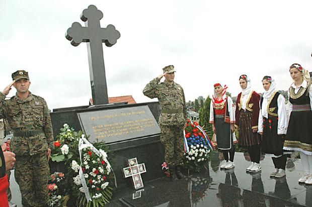 """Спомен настрадалима у """"Тузланској колони"""" на гробљу Пућиле, код Бијељине Фото Божидар Милошевић"""