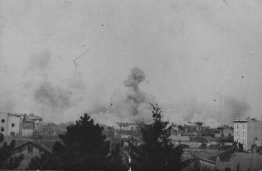 Савезничко бомбардовање немачких положаја у Београду 1944. године (Фото: Википедија)