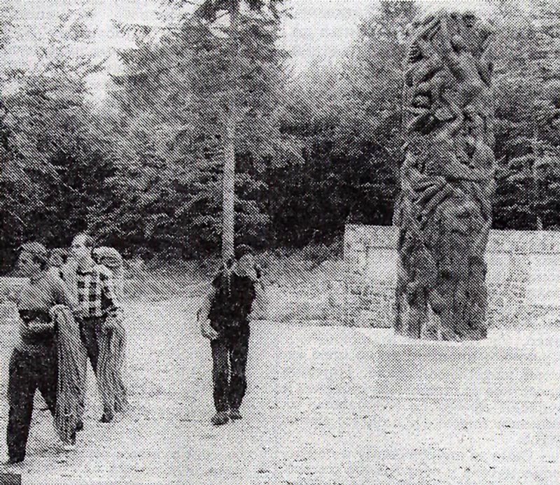 Део наше екипе поред споменика жртвама Јадовна
