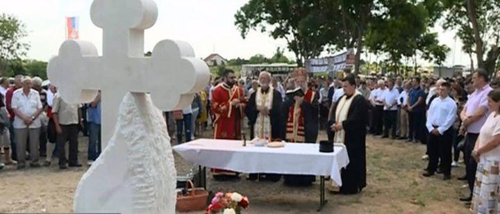 """Откривен споменик """"Крајишка суза"""" на Банстолу посвећеног свим страдалим и несталим Крајишницима."""