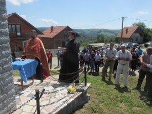 Служењем парастоса и прислуживањем свијећа данас је у сребреничком српском селу Брежани обиљежено 25 година од страдања тог села и одата почаст убијеним сродницима, саборцима, комшијама и пријатељима. које су на данашњи дан 1992.године у њиховим кућама и двориштима побиле муслиманске снаге из Сребренице и околних села.