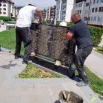 На централном спомен-обиљежју на Палама постављено је осам плоча на којима су уклесана имена 536 бораца, припадника Војске и Министарства унутрашњих послова Републике Српске погинулих у протеклом Одбрамбено-отаџбинском рату