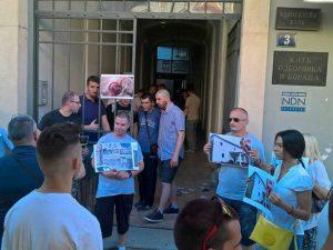 """""""Zavetnici"""" u Novom Sadu prekinuli film o Kosovu Foto: SRNA"""