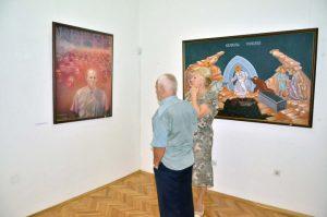 """У Музеју Козаре вечерас је отворена изложба под називом """"Белези великих злочина"""" која је реализована у сарадњи са Музејом жртава геноцида из Београда."""