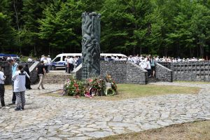 Споменик код Шаранове јаме
