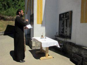 Служењем парастоса и прислуживањем свијећа за покој душа убијених мјештана, данас je код спомен обиљежја у порти Цркве Светог Пророка Илије у сребреничком селу Крњићи, обиљеженo је 25 година од страдања 24 српска цивила и војника из овог села од којих је 17 убијено на данашњи дан 1992. године.