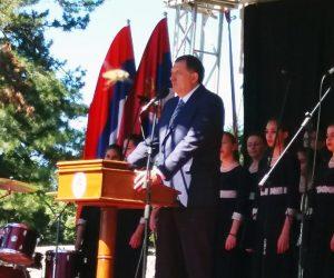 Предсједник Републике Српске Милорад Додик указао је на значај данашњег окупљања на Козари јер и на овај начин Република Српска чува и његује сјећање на људе који су се 1942. године дигли на устанак