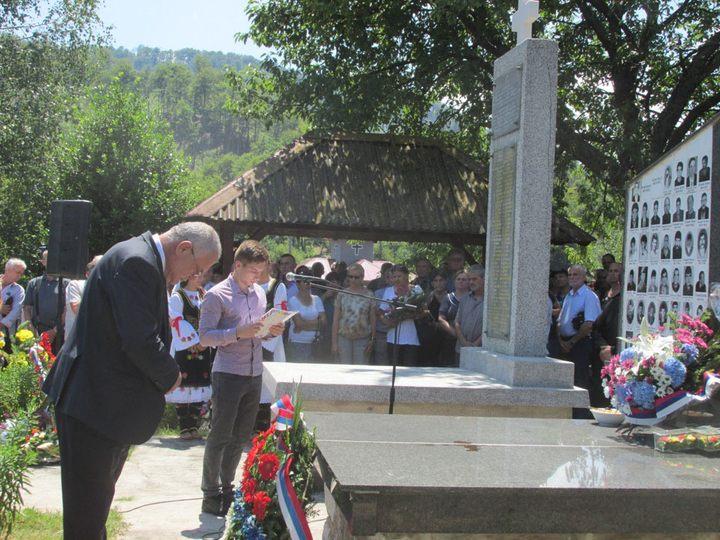 Цвијеће на спомен-обиљежје у Залазју код Сребренице положио помоћник министра рада и борачко-инвалидске заштите Душко Милуновић.