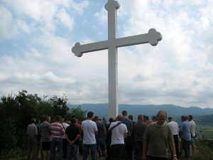 Зворник - освештан Спомен-крст на брду Врањача Фото: СРНА