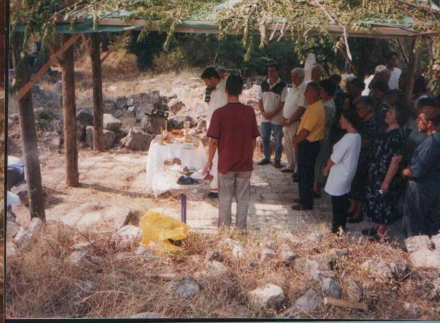 Црквена слава у Клепцима на рушевини цркве, 2002.