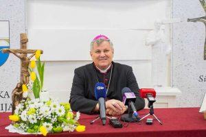 Бискуп Владо Кошић (Фото www.sisak.info)