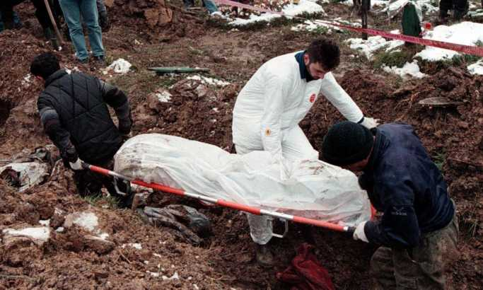 Сарајево кочи потрагу: Ексхумација тела настрадалих Срба Фото: ЕПА/Фехим Демир