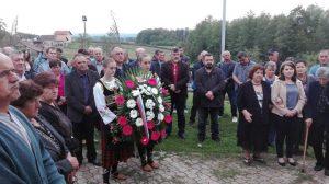 У мјесту Средња Марићка код Приједора данас је служен парастос и положени вијенци и прислужене свијеће у спомен капелици за 26 погинулих бораца овог села.