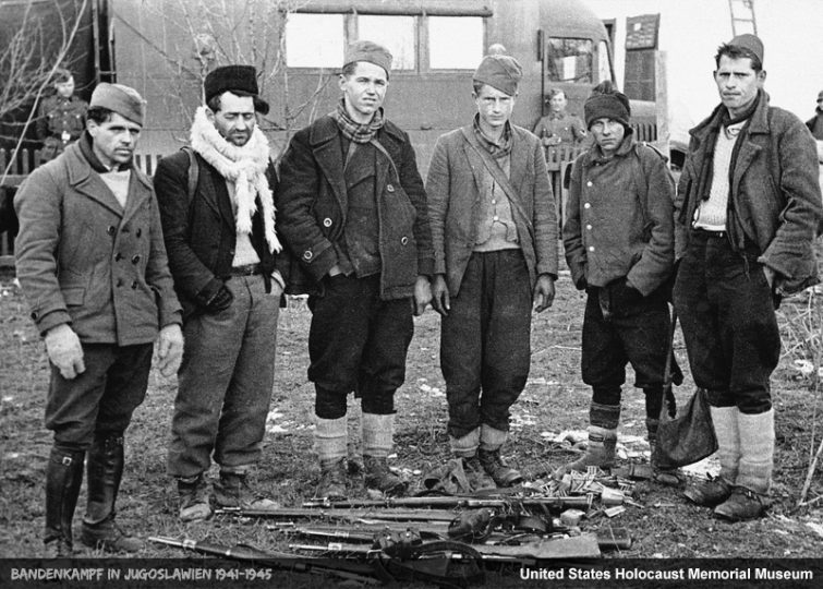 Заробљени партизани у Босанском Петровцу