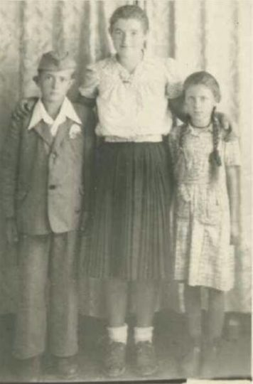 Миле, Ђуја и Радосава Марин, сликано након рата