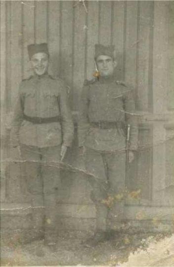 Mlađen Marin, ubijen u logoru Jasenovac pred očima svog oca (desno)