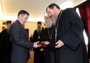Дианин праунук Леонард Рашица прима орден од патријарха Иринеја