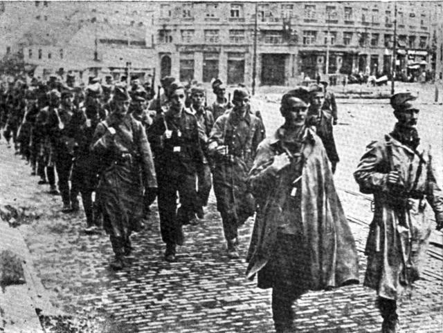 Партизани на будућем Тргу републике. Фото: Wikipedia