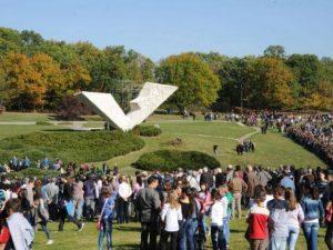 Споменик стрељаним ђацима и професорима у Шумарицама