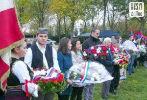 Цвеће за хероје: На церемонији и младе патриоте (Фото: О. Ђоковић)