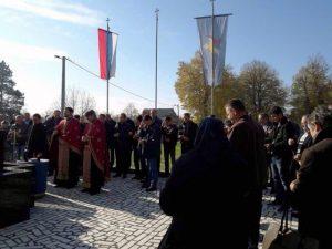У Обудовцу, код Шамца, данас је служен парастос за 44 погинула борца и 33 цивилне жртве одбрамбено-отаџбинског рата, те положени вијенци и цвијеће на спомен-обиљежје у овом мјесту.