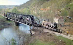 Воз у Грделичкој клисури погођен НАТО бомбом , Фото А.Станковић