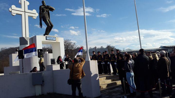 Код Спомен-костурнице у Добоју положени су вијенци и служен парастос у оквиру обиљежавања 102 године од интернације Срба у први организовани логор у цивилизованој Европи, у коме је 12.000 лица изгубило живот.