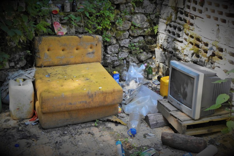 Остао телевизор под ведрим небом (фото ТРИС/Г. Шимац)
