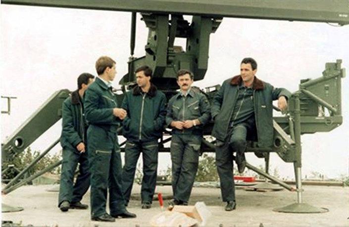 """Постављање радара ТПС-70 на Мајевици 1986. године. ИЗ КЊИГЕ """"НЕБО НА ДЛАНУ"""""""
