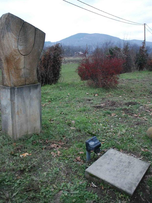 Споменик и спомен-плоча мајору Војиславу Танкосићу /Фото С. Бабовић