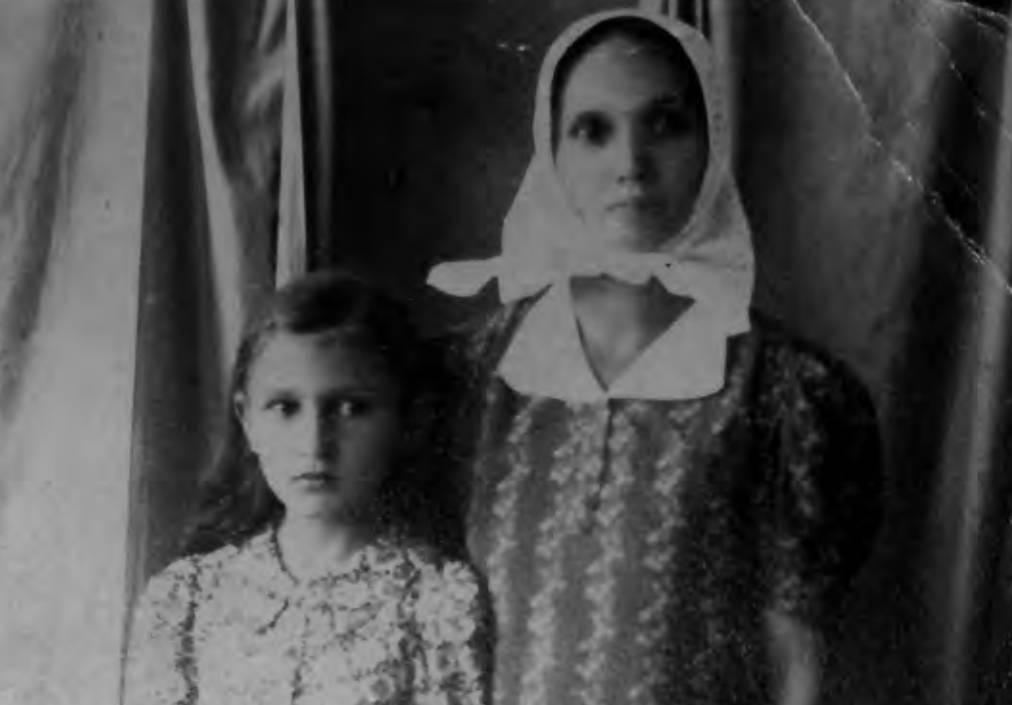 Фотографија Кате и Душанке Ђукић у Глини од 17. свибња 1941.