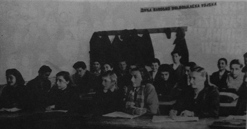 Настава у партизанској гимназији у Рујевцу 1944. године