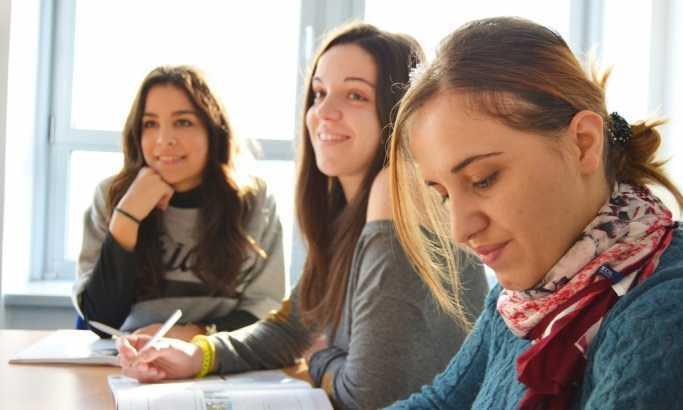 Учитељица живота: Гимназијалци имају право да знају