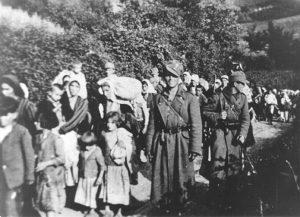 Ustaše sprovode decu i žene sa Kozare © WIKIPEDIA/MUZEJ ISTORIJE JUGOSLAVIJE