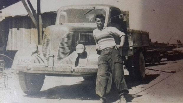 """Božo Vidačković 1956. kao vozač preduzeća """"Izgradnja"""""""