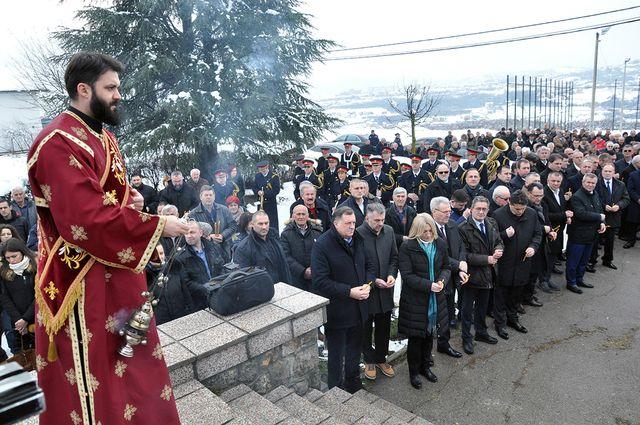 Код Спомен-костурнице у Дракулићу локално свештенство служило је парастос српским жртвама усташког покоља у овом бањалучком насељу, као и у оближњим мјестима Мотике, Шарговац и у руднику Раковац.